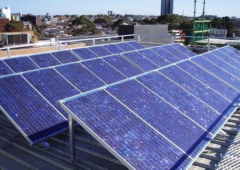 Zonnepanelen: waar op letten bij installatie op plat dak?